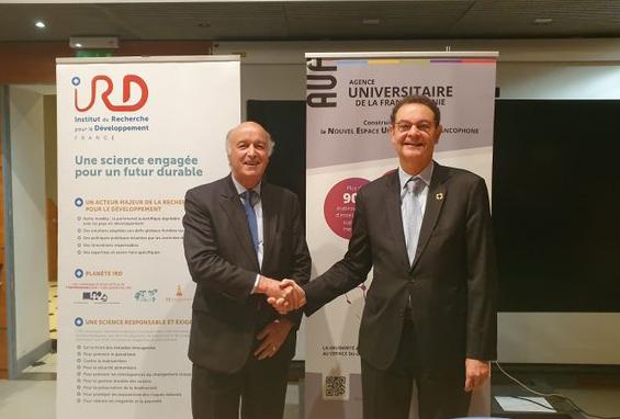 De gauche à droite : Jean-Paul de Gaudemar, Recteur de l'AUF ; M. Jean-Paul Moatti, Président Directeur général de l'IRD.