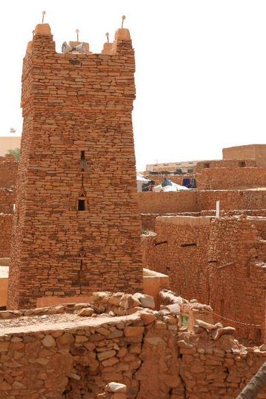 Le minaret carré de la mosquée dans le quartier vieux de Chinguetti- Anciens ksour de Ouadane, Chinguetti, Tichitt et Oualata.